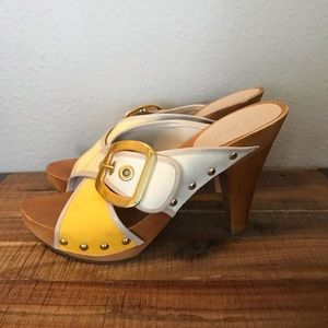 Yellow ombré sandals with cute buckle